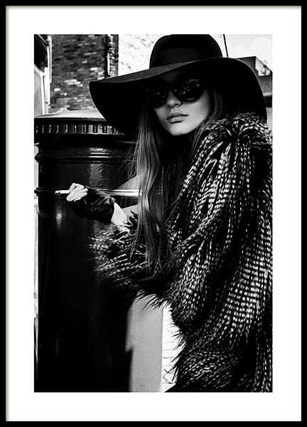 Lady In The Hat Poster in the group Posters & Prints / Black & white at Desenio AB (10163)
