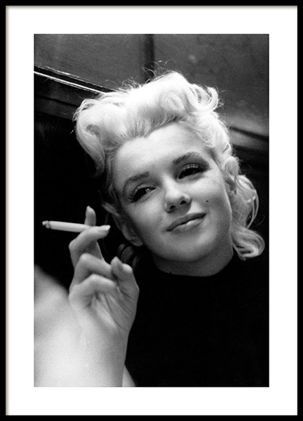 Marilyn Monroe Smoking Poster in the group Posters & Prints / Iconic photos at Desenio AB (11972)