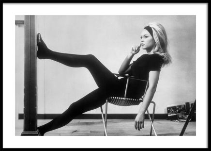 Brigitte Bardot Backstage Poster in the group Posters & Prints / Black & white at Desenio AB (11976)