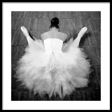 Resting Ballerina Poster in the group Posters & Prints / Black & white at Desenio AB (13138)
