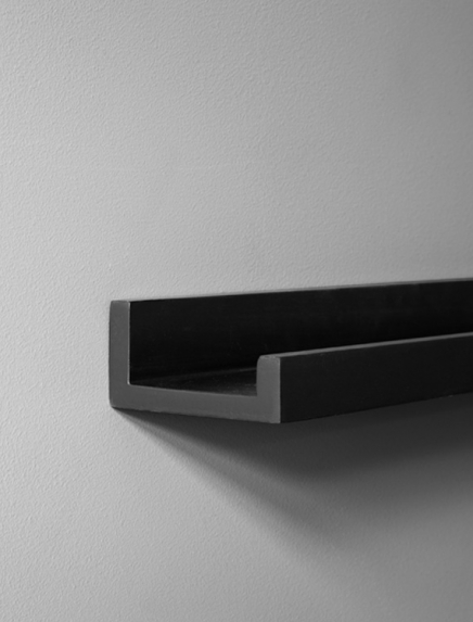 Black picture ledge 70cm - 28in / Picture ledge at Desenio AB (AAS50125)