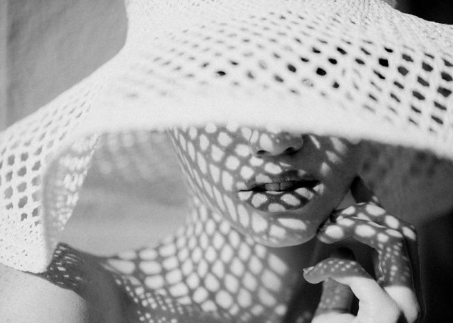 Sun Hat Shade Poster / Black & white at Desenio AB (10034)