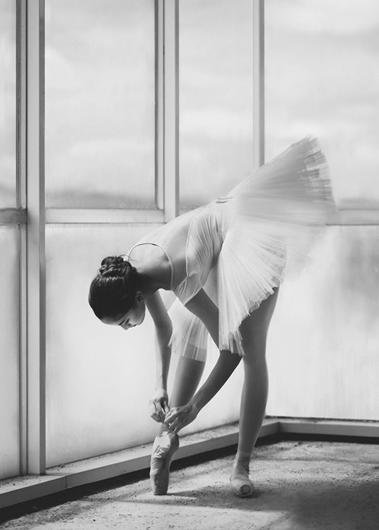 Ballerina Preparation Poster / Black & white at Desenio AB (10695)