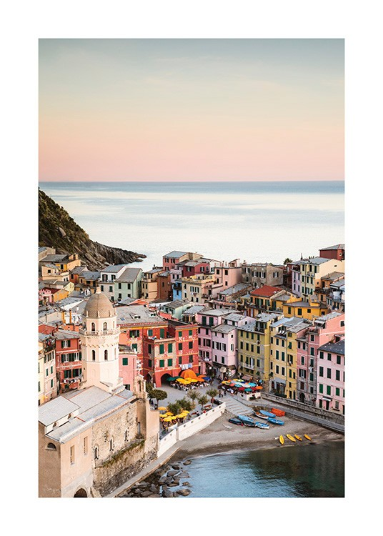 – Photograph from Vernazza with colorful houses next to the ocean