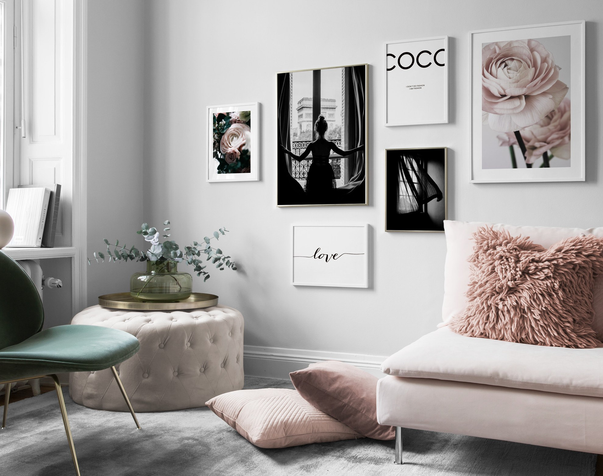 Elegant luxurios living room with pale pink and Black-and-white posters