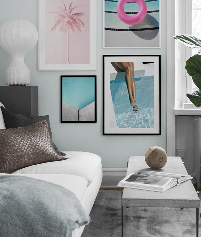Decorate living rooms with posters in a summery theme
